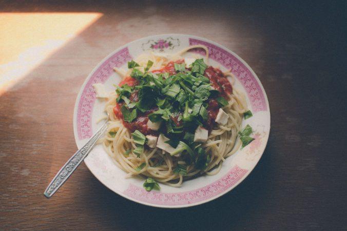 Chutné a zdravé špagety s medvedím cesnakom